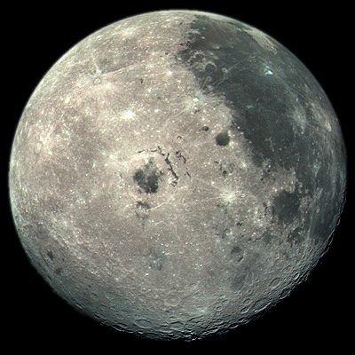 Den sida av månen som är vänd bort från jorden. Månen roterar ...